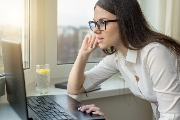 young-business-woman-with-glasses-working-laptop-computer_116407-102.jpg